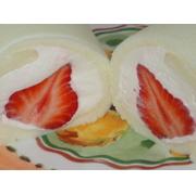 しっとりソフトな口当たり 雪のロール 博多あまおう 2本セット 徹底的に上品にこだわった真っ白なロールケーキに大粒のあまおうを入れました。無添加無着色 スイーツギフト